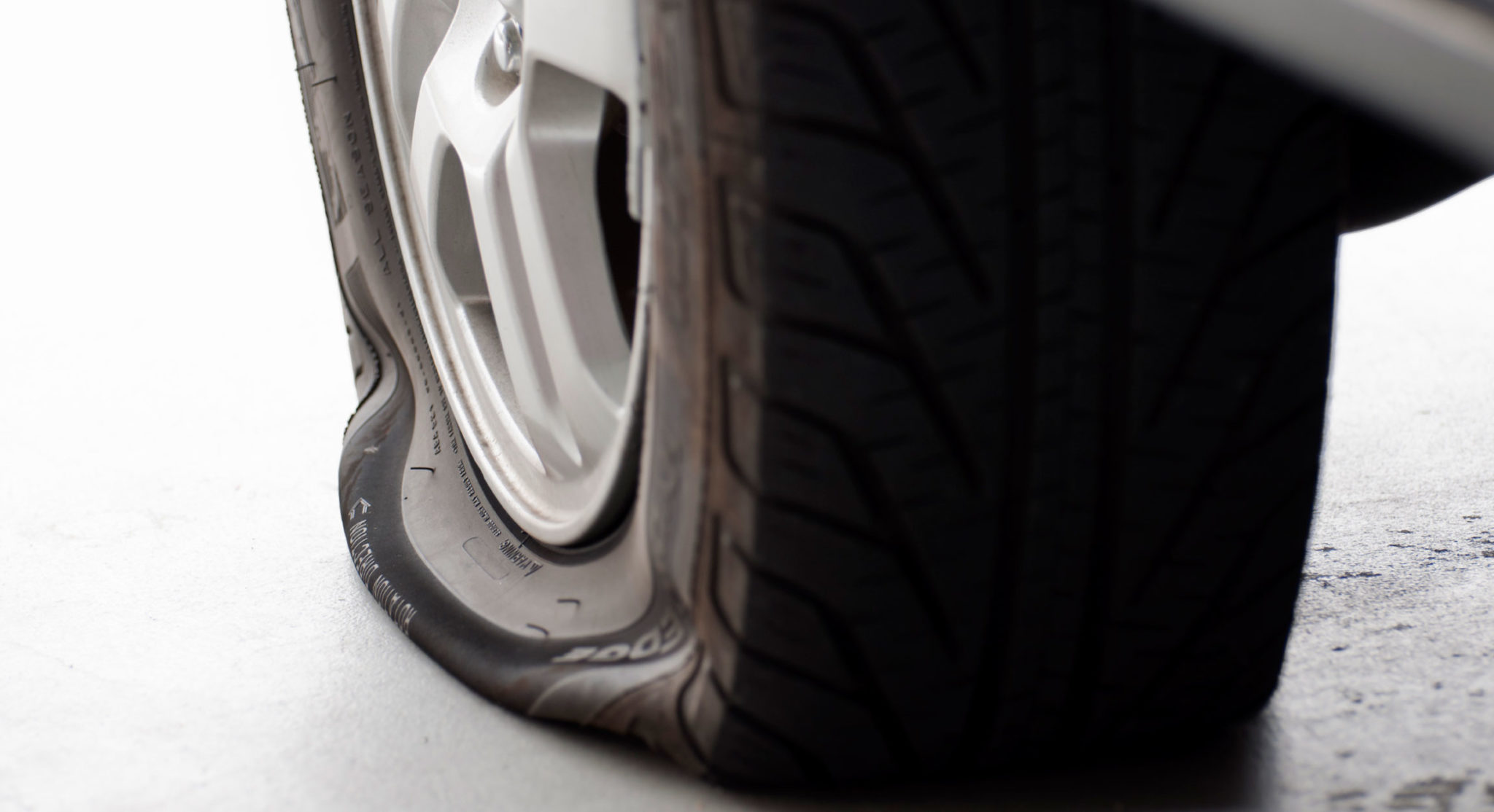 Ремонт шин цена от компании Professional24. Звоните и убедитесь в нашей доступности!